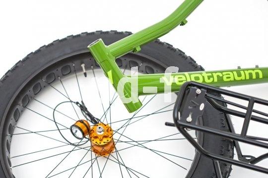 Ein neuer Trend sind die sogenannten Fatbikes. Mit ihren superbreiten Reifen kommen sie überall durch, ob Tiefschnee oder Wüstensand.