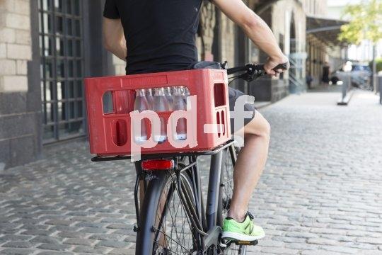 """Die """"Racky Baseplate"""" von M-Wave macht den Gepäckträger zwar nicht stärker, aber seine Auflagefläche deutlich breiter: 40 x 40 cm sind eine gute Basis für größere gepäckstücke."""