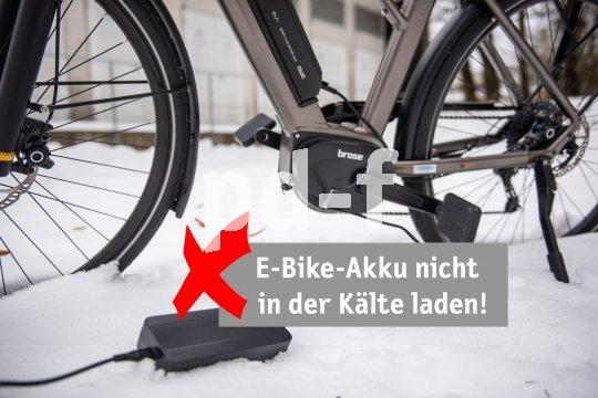E-Bike-Akkus sollten am Besten bei Zimmertemperatur geladen werden. Keinesfalls bei Minusgeraden.
