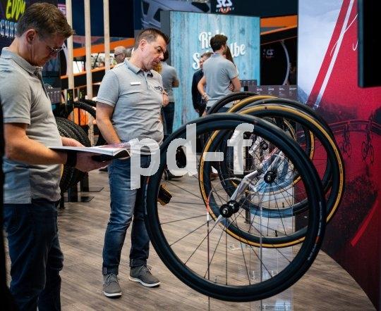 Laufräder en gros und im Detail - die Fahrrad-Leitmesse Eurobike bietet alles, was das Rad am Laufen hält.