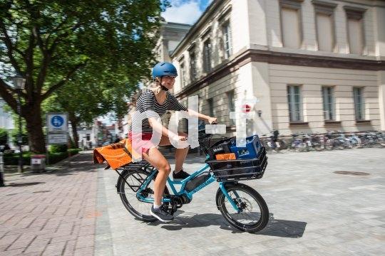 Macht Spaß und schafft was weg, so ein kleines Lastrad mit elektrischer Unterstützung.