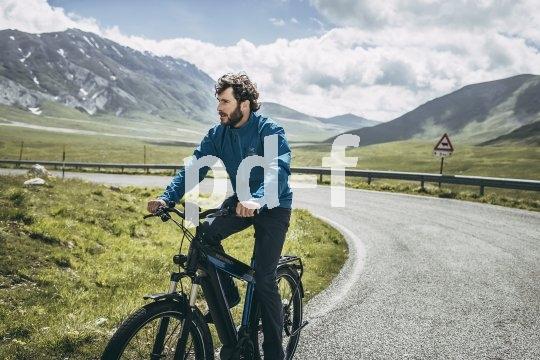 Auch speziell auf den Langstreckenbetrieb ausgerichtete E-Bikes sind heute erhältlich: Der Rahmen des Modells Supercharger von Riese & Müller bietet Platz für zwei Akkus.