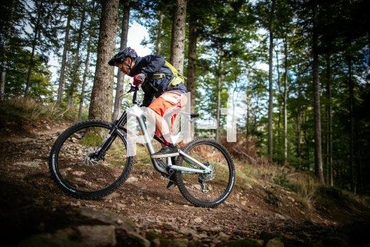 Für den Puristen gibt es nichts Schöneres: Ein Mensch, ein Bike, ein Trail - und weiter nichts.