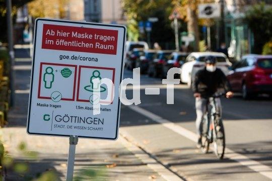 Die Virenbremse schützt auch vor Straßenstaub und fliegendem Getier: Mund-Nasen-Schutz im urbanen Radverkehr.