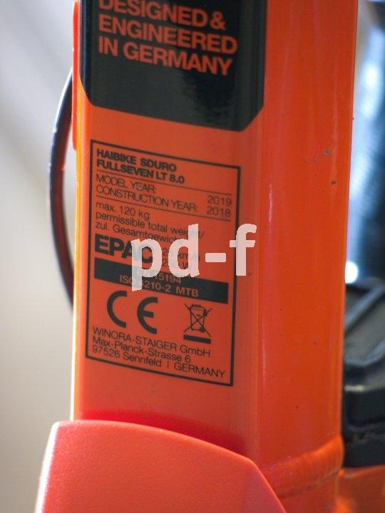 Das CE-Kennzeichen sagt aus, dass ein Produkt die betreffenden rechtlichen Richtlinien der Europäischen Gemeinschaft erfüllt. Es wird seitens des Herstellers angebracht und ist - da diese Aussage nicht extern überprüft wird - kein Qualitätssiegel.
