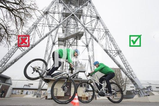 Richtiges Bremsen will gelernt sein: Wer kräftig in die Eisen geht, muss das Körpergewicht gleichzeitig nach hinten verlagern, um zu verhindern, dass das Hinterrad abhebt.