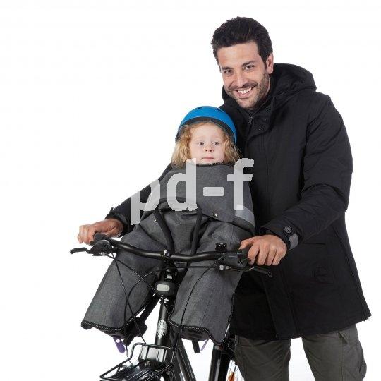 """Vorn am Rad ist es auch im Winter gemütlich, wenn der Kindersitz mit einer gefütterten Abdeckung (z.B. Modell """"Opossum"""") versehen ist."""