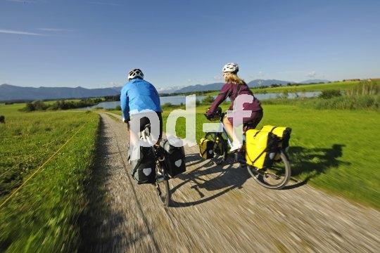 Mit den richtigen Taschen lässt sich ein regelrechter Radreise-Haushalt auf zwei Fahrräder verteilen.