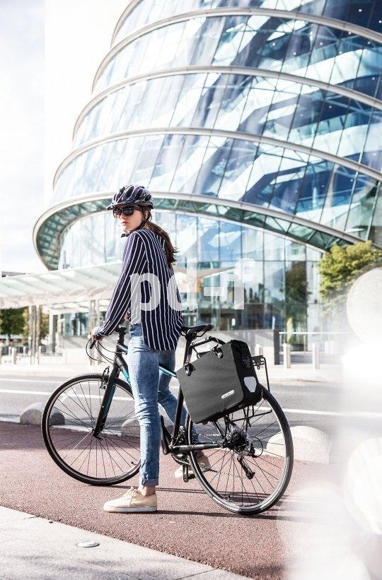 Wer mit dem Rad zur Arbeit fährt, braucht ein geeignetes Behältnis für Unterlagen, Rechner und Pausenbrot. Diese Taschen sind garantiert Office-tauglich!