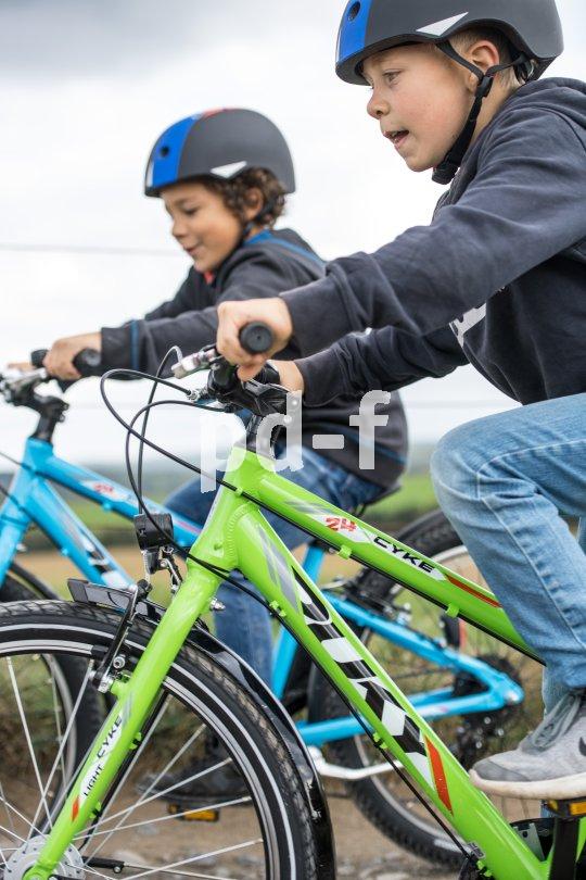 Klar, auch die Kleinen fahren schon gern um die Wette. Erst recht, wenn neue Räder ausprobiert werden wollen.