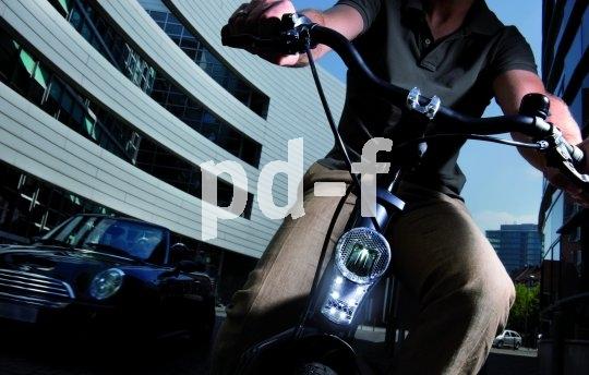 Auch Radfahrer profitieren vom blendfreien Tagfahrlicht, das die Sichtbarkeit verbessert, ohne andere Verkehrsteilnehmer zu irritieren.