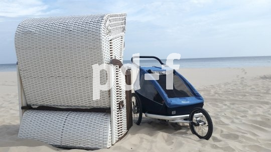 Dank Joggerrad lässt sich ein Kinderanhänger auch an den Strand mitnehmen.