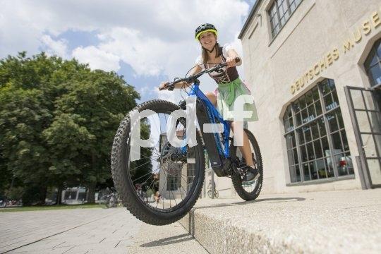 E-Mountainbikes sind ein großer Fahrradtrend.