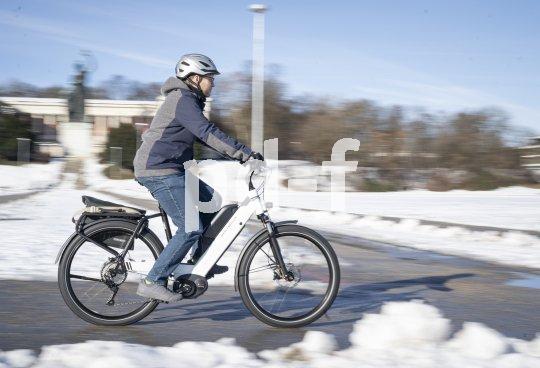"""Eine speziell für den Tourenbereich ausgelegte Variante des E-Bikemodells Nevo bietet der Hersteller Riese und Müller mit dem """"Nevo GX Touring"""" an: Performance CX Motor von Bosch, hydraulische Scheibenbremsen von Magura und 11-Gang-Schaltung von Shimano."""