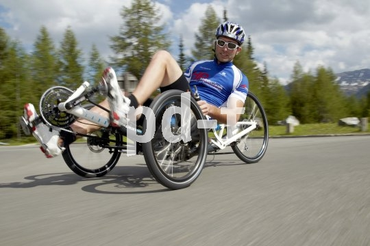 Mit tiefem Schwerpunkt und optimaler Straßenlage lassen sich auf dem Trike Kurvenfahrten erleben, von denen Rennradler nur träumen können.