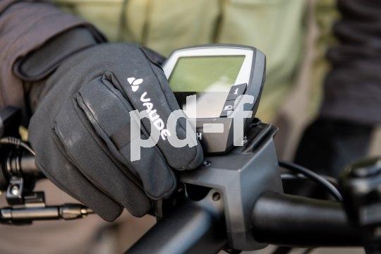 Praktischer Diebstahlschutz und sinnvoll bei schlechtem Wetter: E-Bike-Display abnehmen.