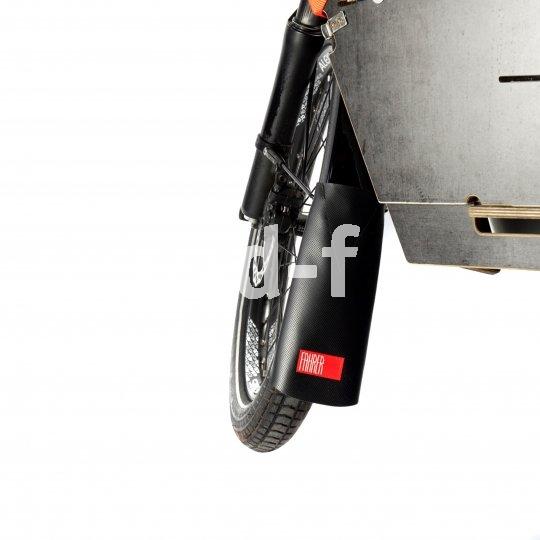 An jedem Rad bei Regen ein Gewinn, und auch im Schneematsch eine große Hilfe: der Spritzschutz zur Verlängerung des Schutzbleches. Fahrer Berlin bietet Exemplare aus Recycling-Material.
