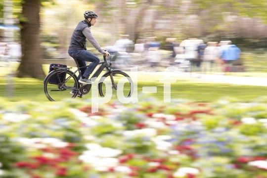 Wer im Alltag mit dem Fahrrad unterwegs ist, weiß die Wartungsfreiheit und die sauberen Hosenbeine zu schätzen, die eine Entscheidung für einen Riemenantrieb mit sich bringt.