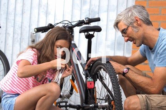 Das Einstellen von Bremsen ist sicherheitsrelevant und sollte deshalb von einem Erwachsenen übernommen werden.
