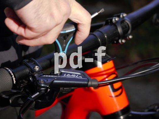 Ein Dreiarmschlüssel lässt sich gut greifen und bietet zugleich eine Auswahl der meistgebrauchten Größen. Praktisch!