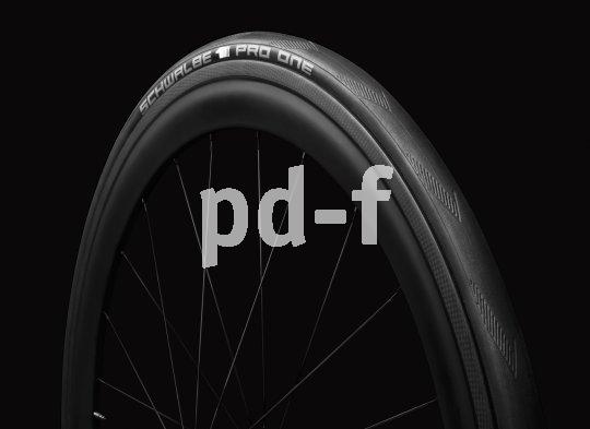 Schmale Reifen mit reduziertem Profil sind der Klassiker am Rennrad.