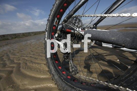 Radfahren am Strand? Kein Problem mit der richtigen Bereifung beziehungsweise dem richtigen Fahrrad - dem Fatbike nämlich.