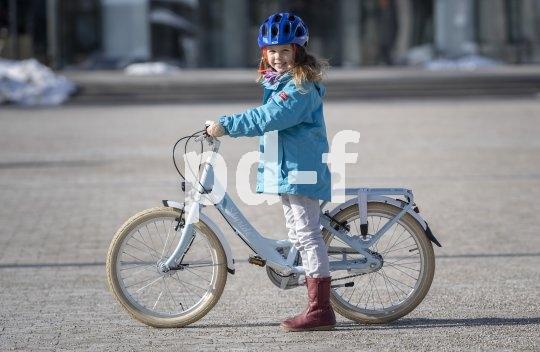 Das klassische Schulrad im Jahr 2019: Komplette StVZO-Ausstattung, tragfähiger Gepäckträger und dabei optisch auch für stilbewusste Erstklässlerinnen ansprechend.