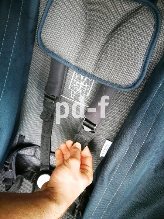 Damit die kleinen Passagiere sicher untergebracht sind, sollten die Gurte immer wieder angepasst werden. Sie dürfen nicht drücken, müssen aber sicher sitzen.