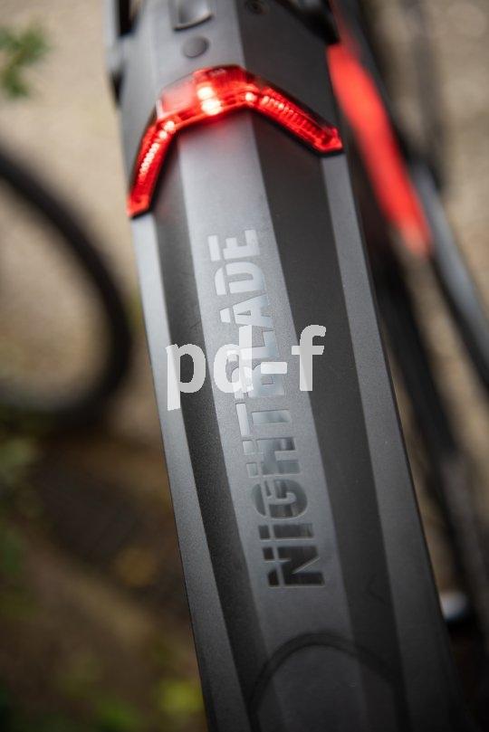 """Für Mountainbiker, die im Dunklen unterwegs sind, bietet Hersteller SKS das Steckschutzblech """"Nightblade"""" mit integriertem Rücklicht. Es ist StVZO-konform; der Akku ist herausnehm- und per USB aufladbar."""
