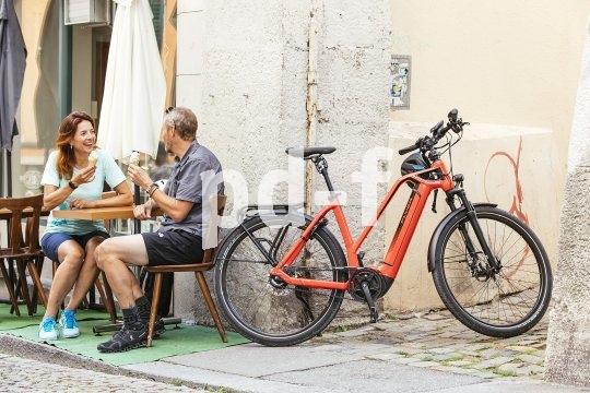 Auch für ein hochwertiges Pedelec gilt die alte Fahrradregel: Immer schön in Sichtweite bleiben. Und das ist kein Problem, denn Pedelecs sind im Sinner der StvZo reine Fahrräder. Und die dürfen mit in die Fußgängerzone.