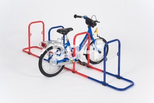 Auch speziell für Kinderräder gibt es Abstellanlagen, die sich vor so manchem Kindergarten finden.