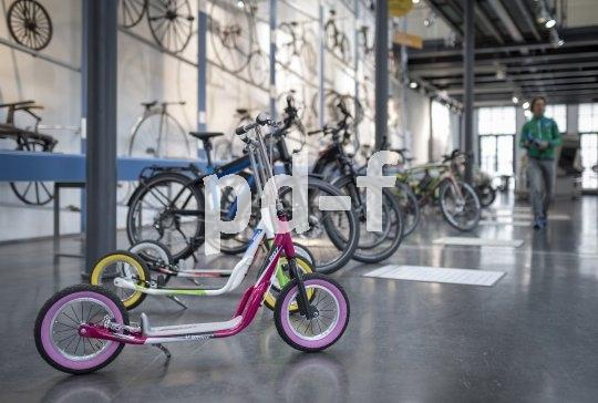 Vom Roller bis zum E-Bike: Die zweirädrige Mobilität umfasst Angebote für Jung und Alt.