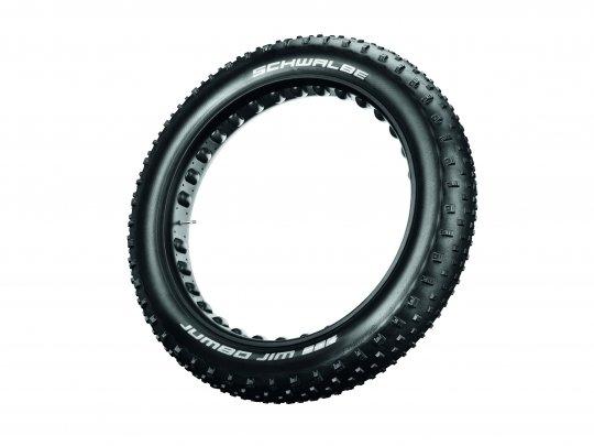 Fatbike-Reifen rollen überraschend leicht und sorgen dort für Durchkommen, wo man mit dem Standard-Mountainbike unweigerlich stecken bleibt.