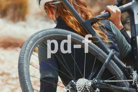 Der große Vorteil von Carbon ist sein geringes Gewicht. Das gilt auch am Gravel-Bike, das sich beim sportlichen Einsatz im Gelände auch mal tragen lassen muss.
