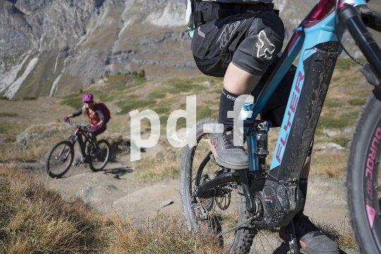 Vor jedem Gipfel liegt zwar ein Anstieg, aber mit dem Pedelec verliert er seine Schrecken. Kein Wunder, dass auch auf klassischen Mountainbikestrecken immer mehr E-Bikes auftauchen.