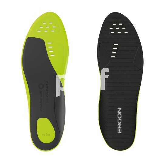 """Radschuhe können umso besser Kraft vom Fuß auf das Pedal übertragen, desto steifer ihre Sohle ist. Die Firma Ergon bietet mit den """"IP3 Solestar"""" speziell ausgesteifte Einlegesohlen an."""