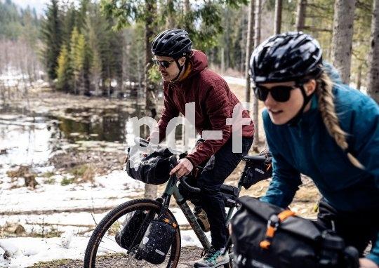 Fahrradtaschen-Sets für das Bikepacking bieten in zwischen auch die großen Gepäck-Spezialisten wie Ortlieb an.