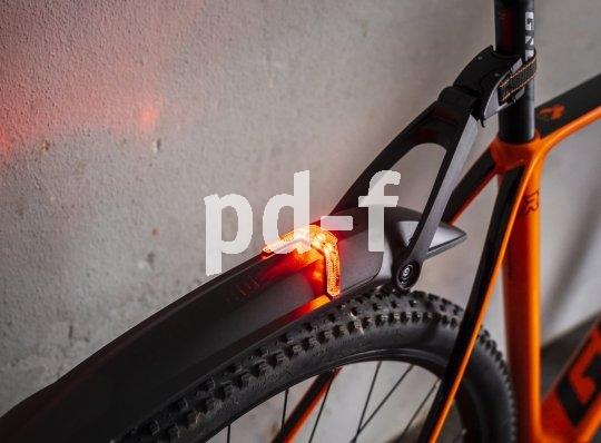 """Steckschutzbleche mit integriertem Rücklicht kommen von SKS. So ein """"Nightblade""""-Modell kann an jeder Sattelstütze befestigt werden und ist nicht nur für Mountainbiker interessant."""