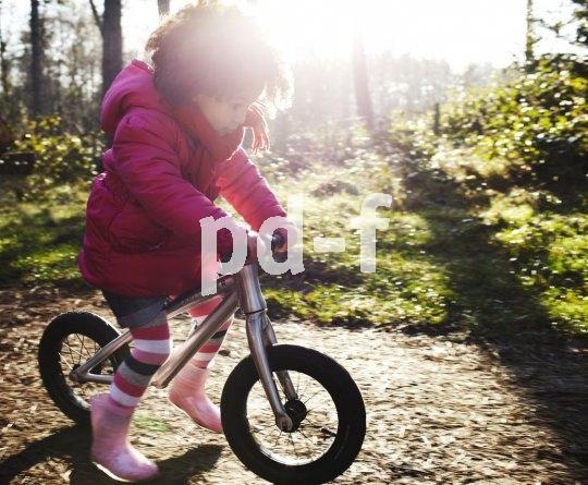 Ein Laufrad muss gut auf die Größe des Kindes einstellbar sein. Je größer die Räder, desto besser das Fahrverhalten - aber zu groß sollten sie auch nicht sein, damit das kind jederzeit guten Kontakt zum Boden haben kann.