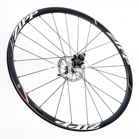 Auch an Cyclocross-Bikes und Rennrädern setzt sich die Scheibenbremse durch. Inzwischen sind hochwertige, leichte Laufradsätze auf dem Markt, die dem Trend gerecht werden.