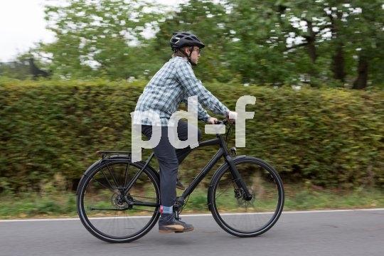 Auf Alltagswegen unverzichtbar - ein Fahrrad mit Gepäckträger, Schutzblechen, funktionierendem Licht und guten Bremsen.