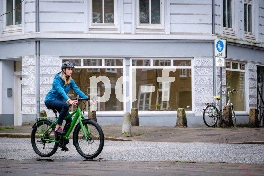 """Das """"Speedster SP2E"""" ist ein Reiserad mit Mittelmotor und elektronischer Schaltung von Anbieter Velotraum. Räder und Bremsen stammen aus dem Mountainbike-Bereich."""