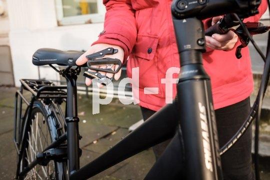 """Das handliche Multitool """"Fang"""" vom Hersteller Knog erlaubt kleine Einstellungen und Reparaturen unterwegs und passt an den Schlüsselbund."""