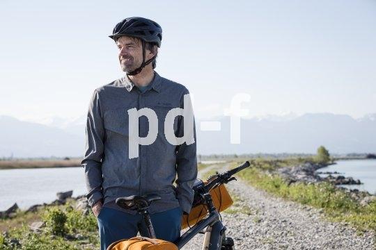 Langärmelige Fahrradtops bieten Schutz vor Sonneneinstrahlung udn Auskühlen. Sie sollten locker sitzen, damit es keine Scheuerprobleme gibt.