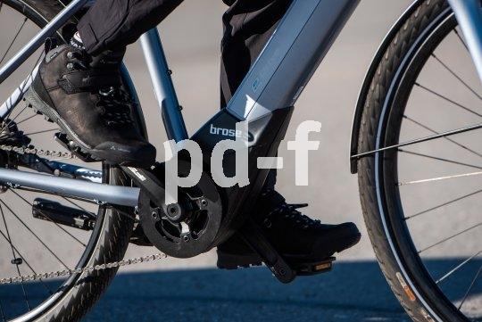 """Elegante Unauffälligkeit in Kombination mit großer Leistung und sensibler Ansprache zeichnen den """"Brose Drive S Alu"""" aus. Hier ist dieser Mittelmotor im BMW-E-Bike """"Avtive Hybrid"""" verbaut."""