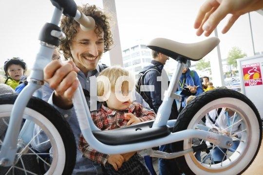 Schon die Jüngsten wollen schöne, stylische Räder wie dieses Laufrad von Puky.