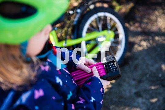 Auch wer die Zahlen noch nicht lesen kann, will ein Fahrradschloss bedienen können. Symbole helfen weiter.