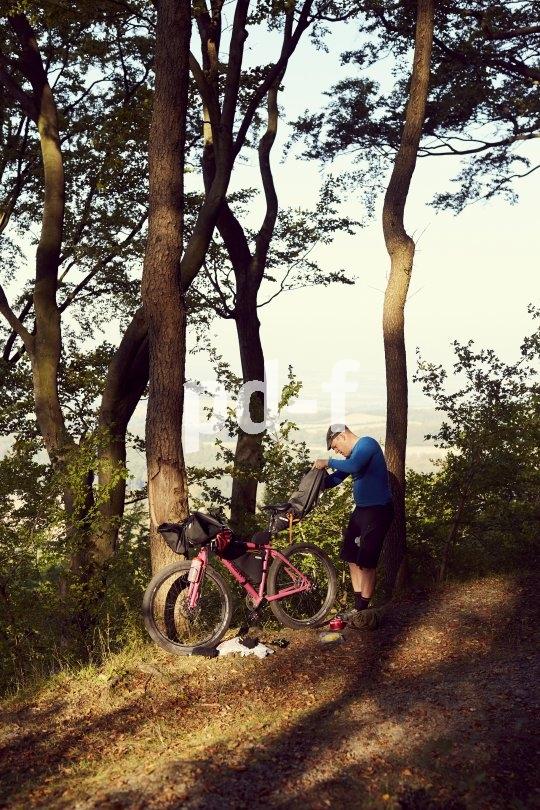Grundregel für einen Abenteuer-Radfahrer: Keine Sachen hinterlassen und auch den Müll wieder einpacken.