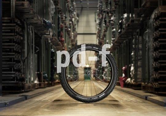 Volle Lager sind nötig, um der Nachfrage nach neuen Reifengrößen wie 650B/27,5 Zoll gerecht zu werden.