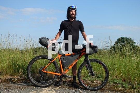 Abenteuer Bikepacking: Auf einem entsprechend belastbaren Fahrrad lässt sich in sogenannten Rahmentaschen viel Gepäck unterbringen, ohne dass das Fahrverhalten leidet.